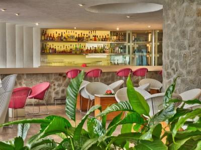 Brisas_Acapulco_Bar_Bellavista_Interior.jpgRATZnjYZ1aiTi19g