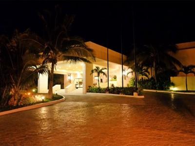 grand_park_royal_luxury_resort_cancun_9qjheLYr2fn5VJ7gm