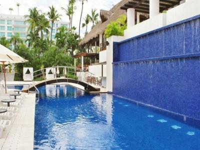 hotel_emporio_acapulco_alberca1ya2OqJyanVwybZsl