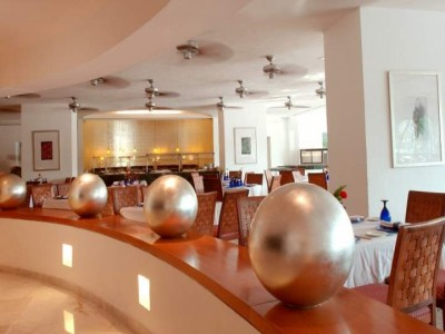 hotel_emporio_acapulco_entrada_restauranteErMoJc1GK7pR7OLo