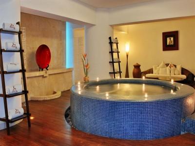 hotel_emporio_acapulco_jacuzzi_spaKtCg1XEYulBzbSgC