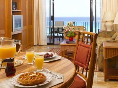 hotel_emporio_family_cancun_mesa_hab_0a8qtI3cN8f7zMRk