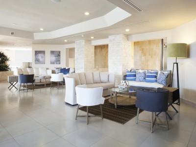 hotel_emporio_family_cancun_sala_de_estarmzAjO1O4iNxN0oVq