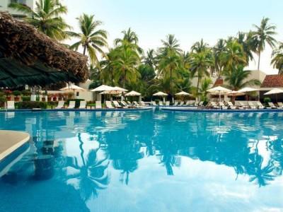 hotel_emporio_ixtapa_alberca2nwVEuJohmgVJwcti