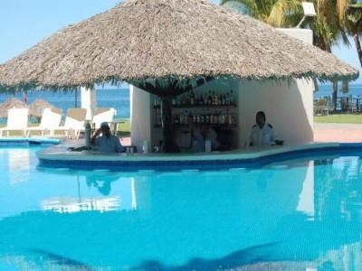 hotel_emporio_ixtapa_pool_bardTWt704lPSk32qhX