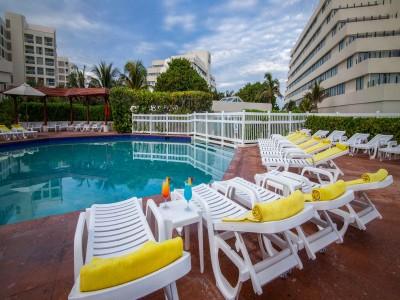 hotel_park_royal_cancun_albercaZxTBPtUW5N3XqXu0