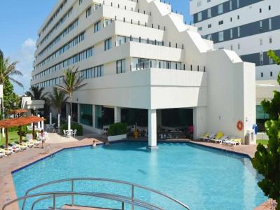 hotel_park_royal_cancun_alberca_barKWTt0YxpftbidkJo