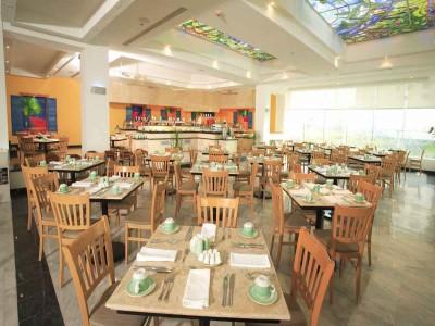 hotel_park_royal_cancun_mesas_restaurantekbdFF82k9d5eC43q