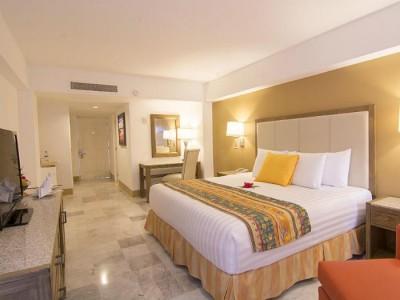 hotel_tesoro_ixtapa_hab_cama_kingYbkHtdhcnyEIJJAW