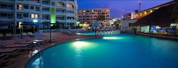 Panoramica del hotel Aquamarina Beach Hotel